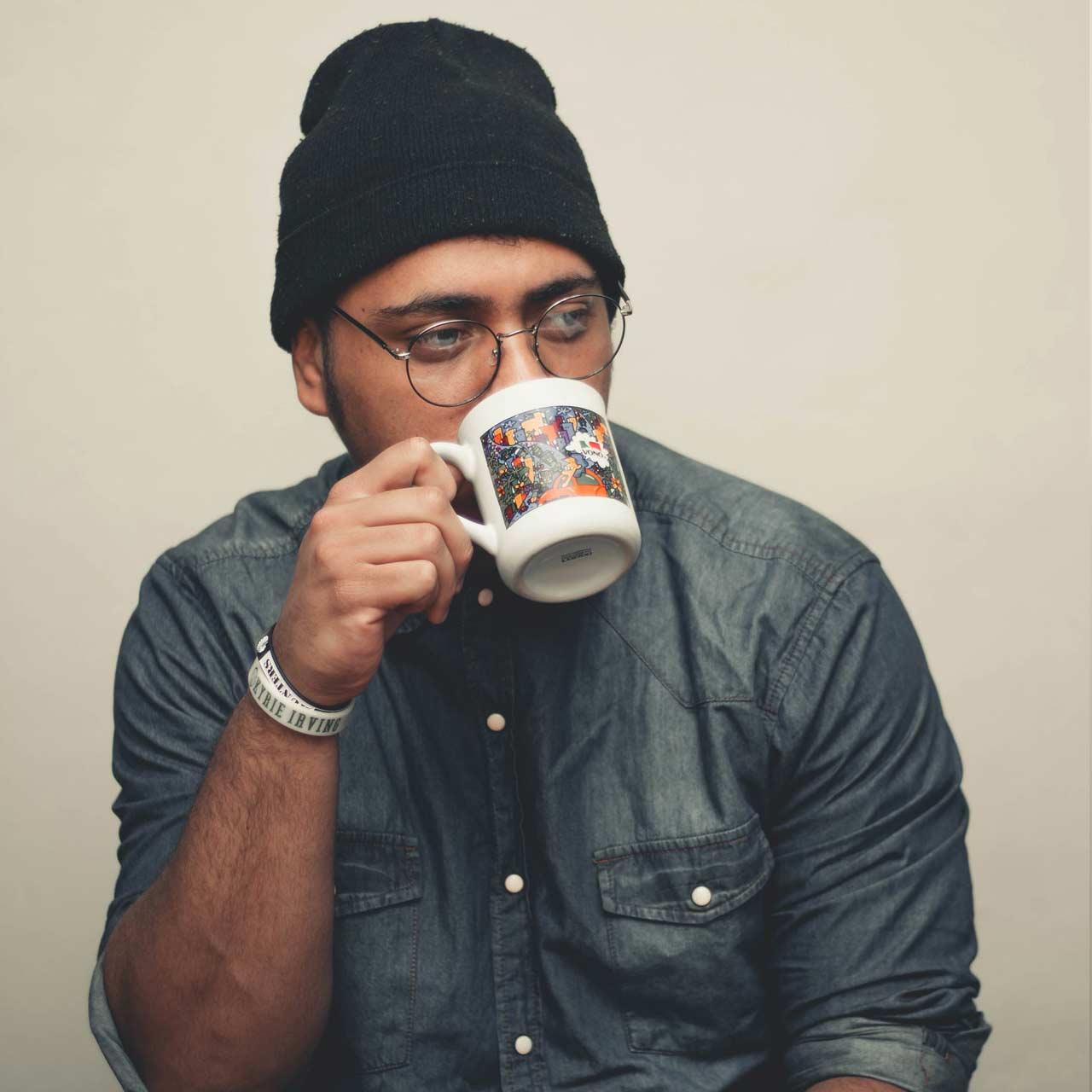 man-drinking-from-mug-2941565