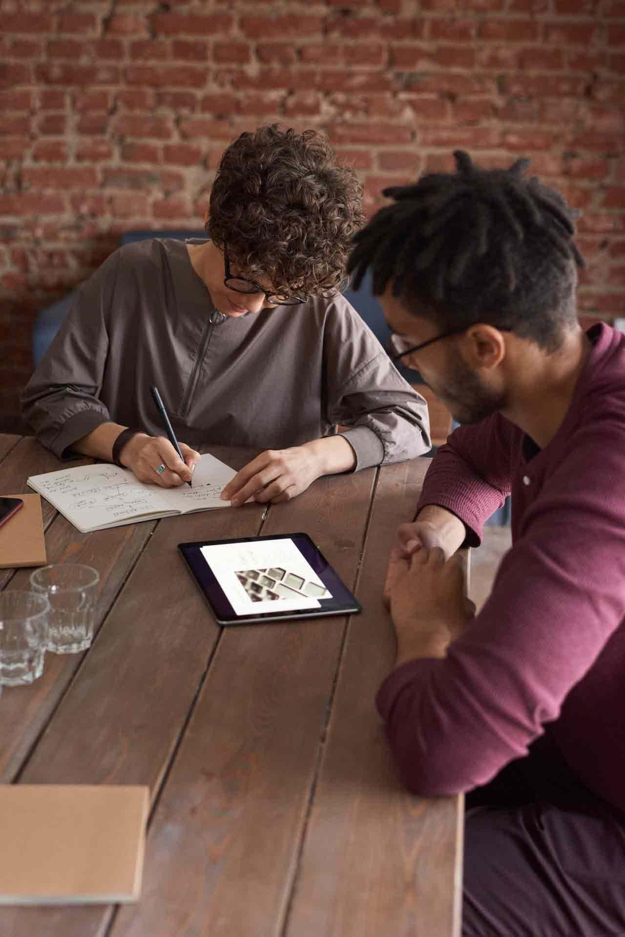 man-wearing-purple-long-sleeved-shirt-looking-at-the-ipad-3184326