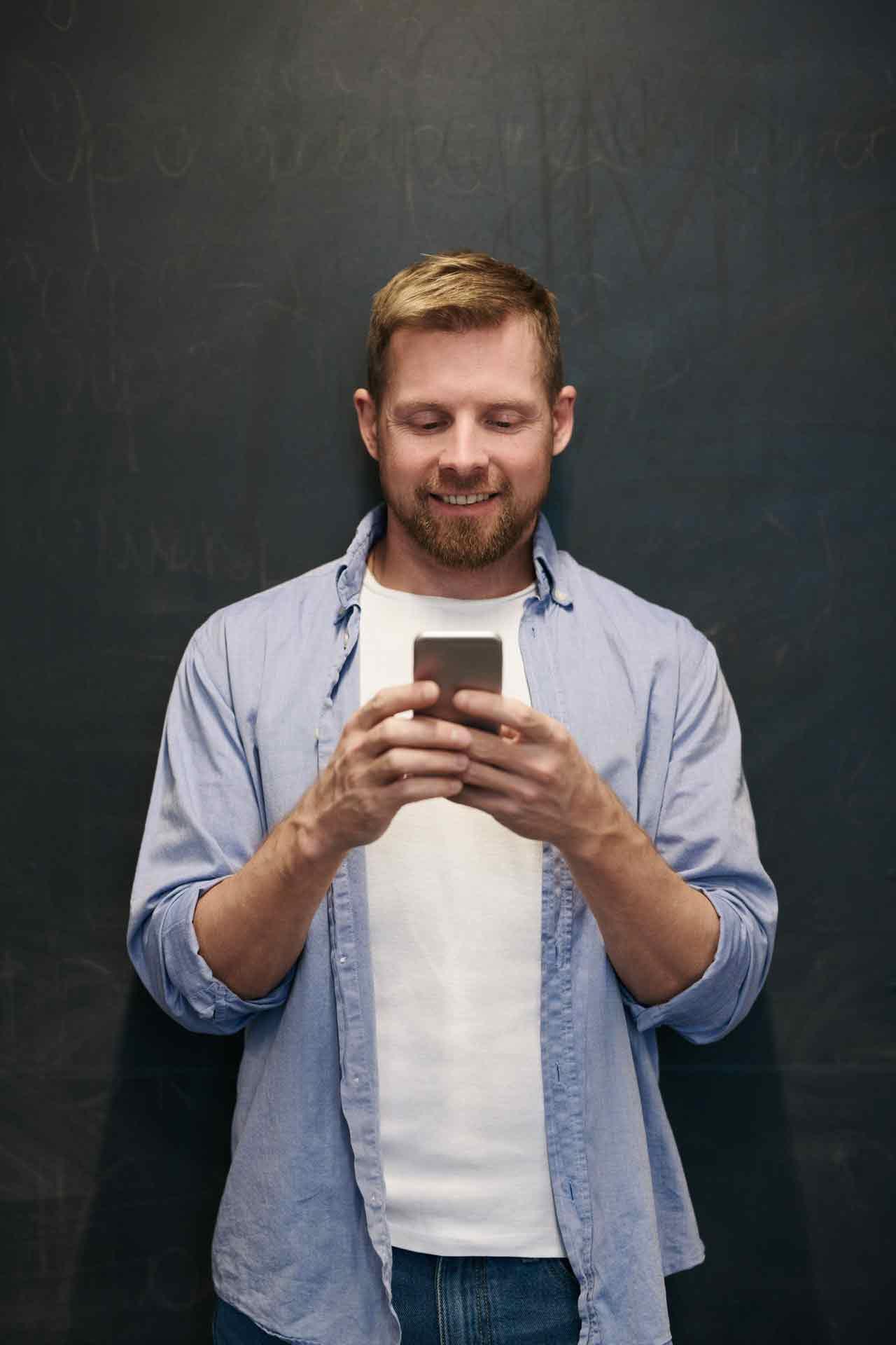 photo-of-man-using-smartphone-3183191